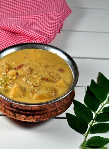 Kara kuzhambu/Hotel style Kara kuzhambu: Vegetables cooked in spicy tangy coconut gravy