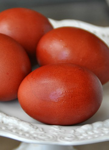How to dye egg with both red and yellow onion skins