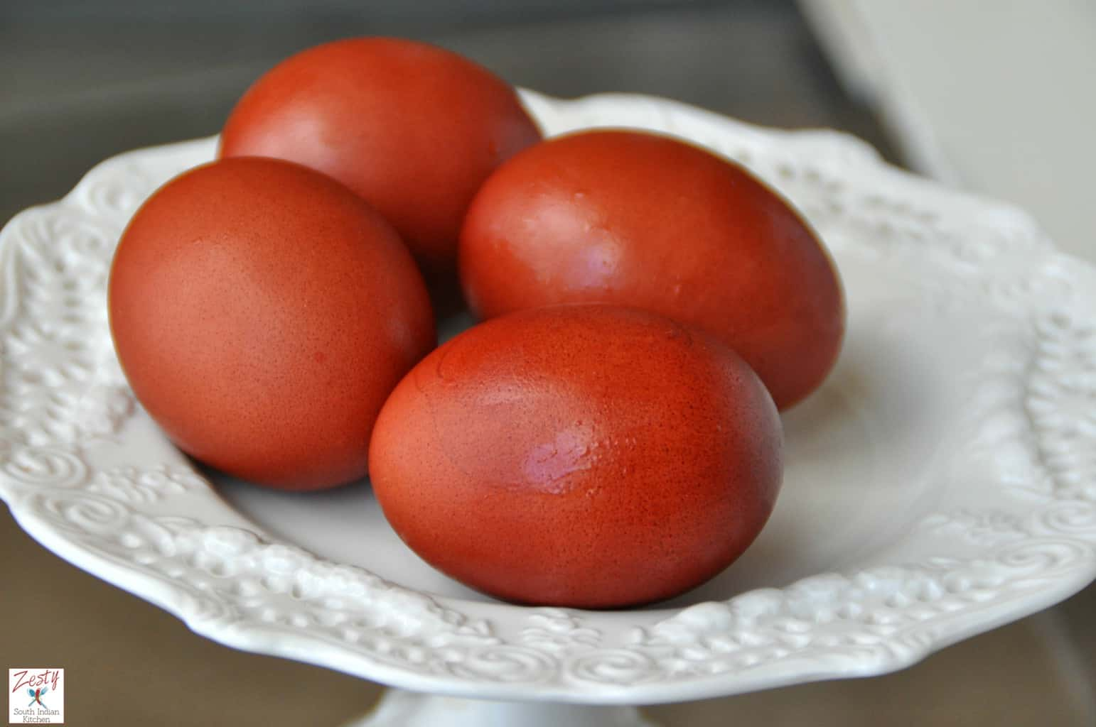 How to dye egg with both red and yellow onion skins - Zesty South ...