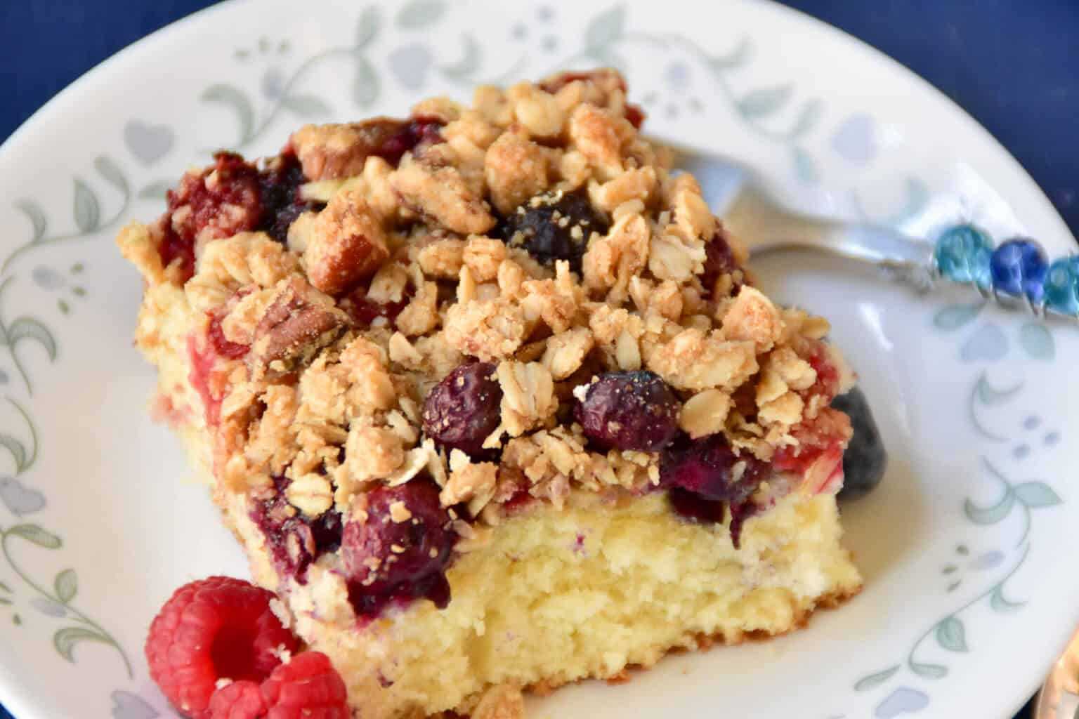 Mixed Berry Crumble Cake