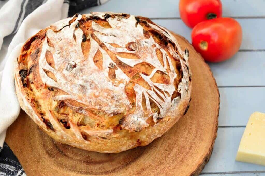 "<img src=""Sourdoughbread.jpg 4"" alt=""Sun dried tomatoes and Parmesan Sourdough bread 4"">"