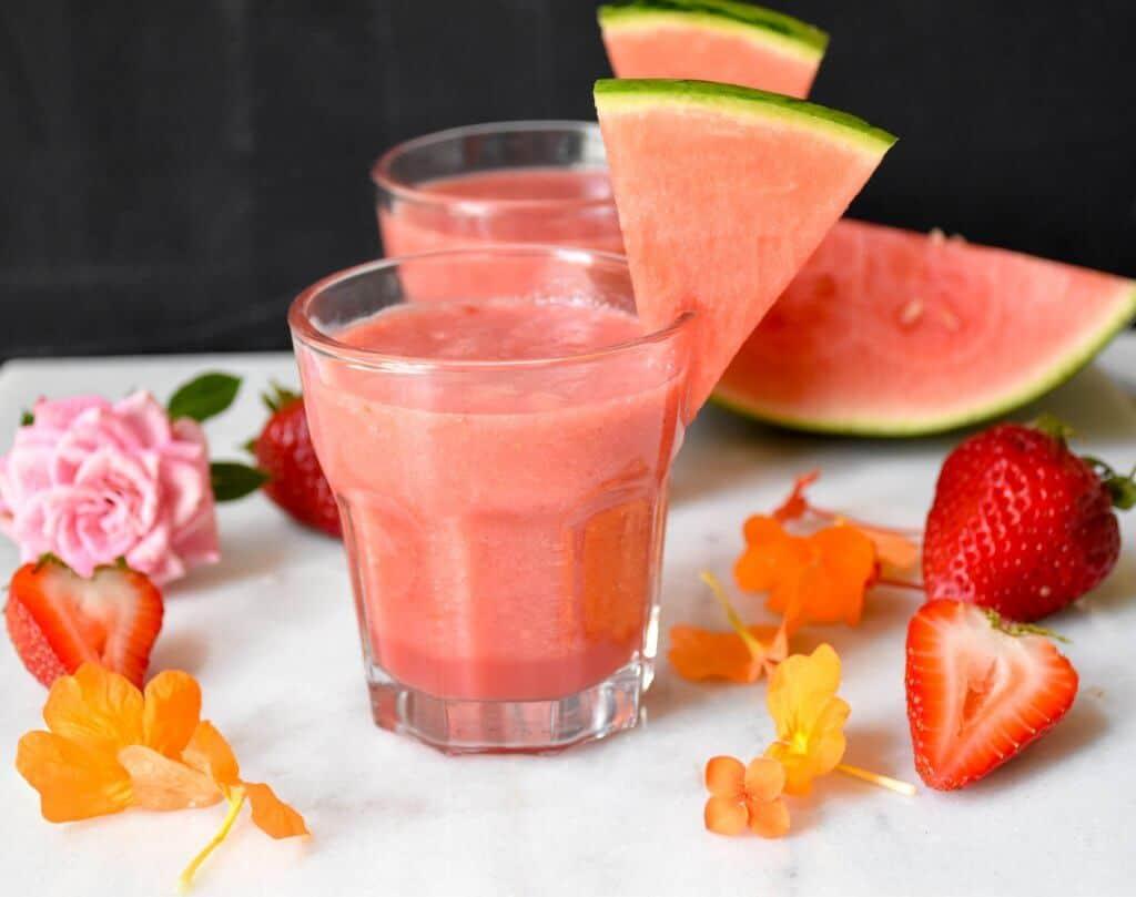 "<img src=""smoothie.jpg"" alt=""watermelon strawberry banana smoothie 3 "">"