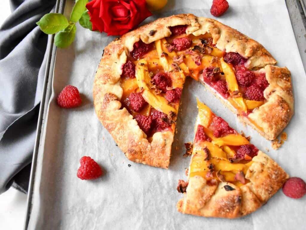 """<img src=""""galette.jpg"""" alt="""" Mango Raspberry Rose Galette 2 """">"""
