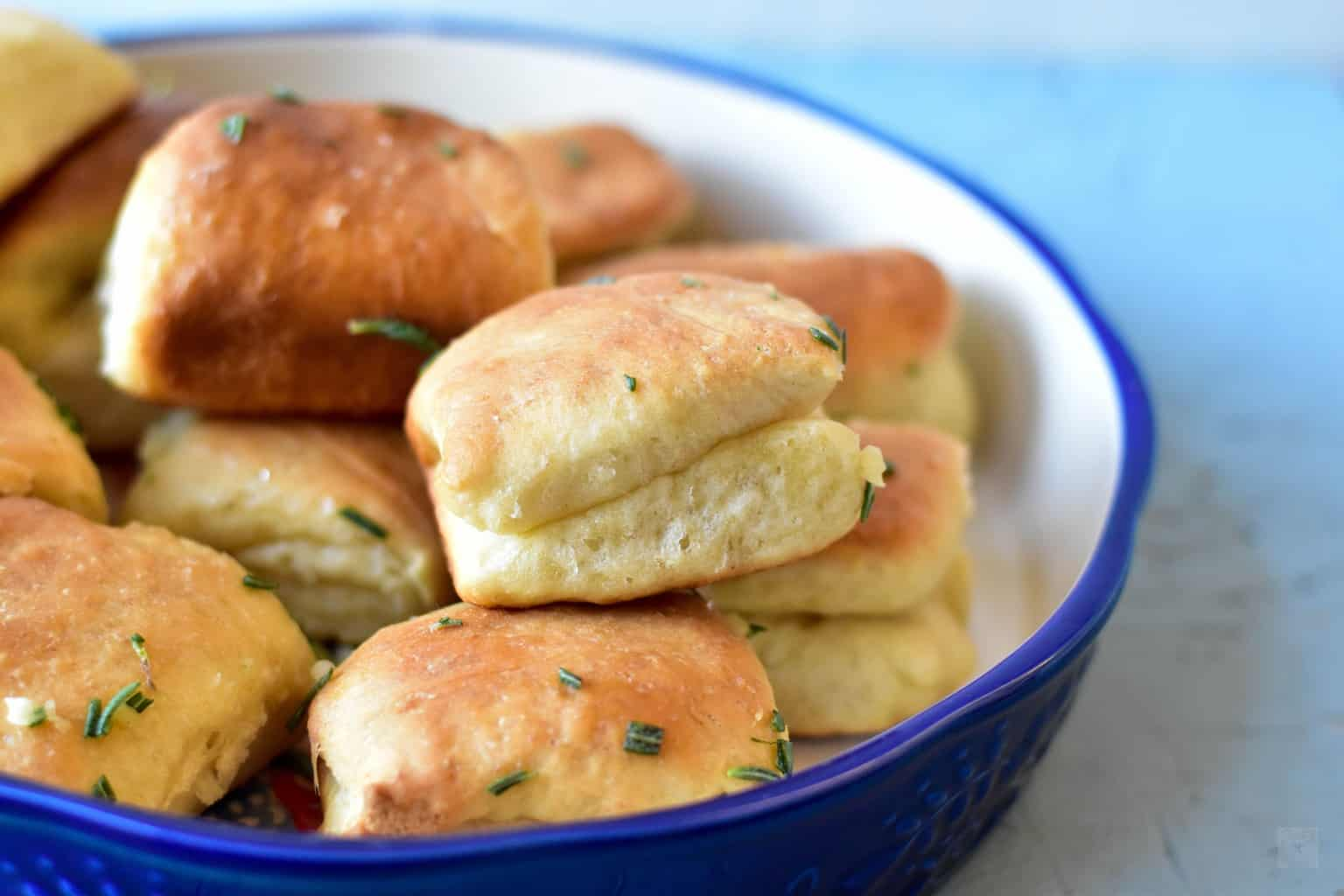 "<img src=""https://cdn.shortpixel.ai/client/q_glossy,ret_img,w_4096,h_2730/Garlic Rosemary Parker House Dinner Rolls.jpg"" alt=""Garlic Rosemary Parker House Dinner Rolls"">"