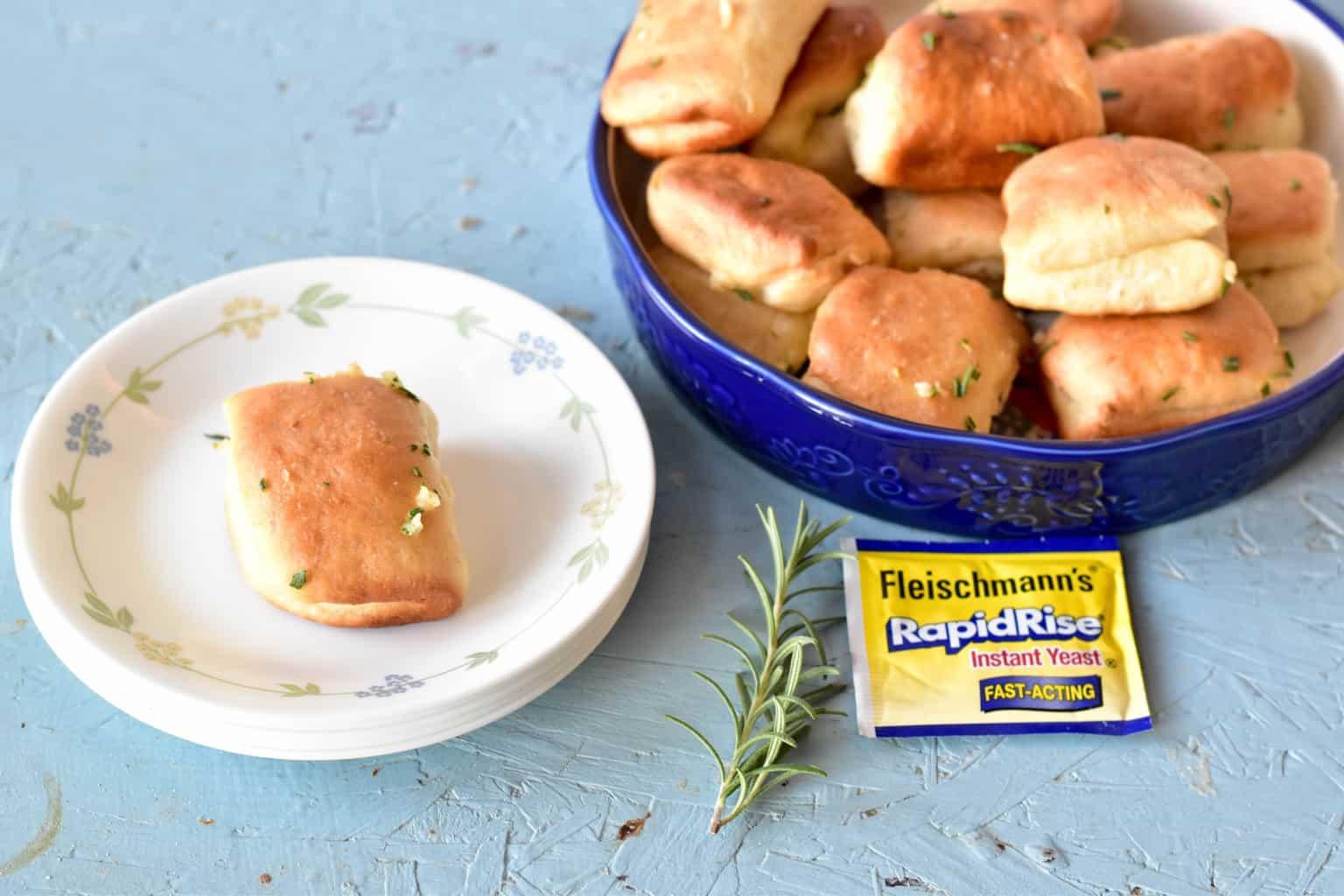 "<img src=""https://cdn.shortpixel.ai/client/q_glossy,ret_img,w_1536,h_1024/Garlic Rosemary Parker House Dinner Rolls.jpg"" alt=""Garlic Rosemary Parker House Dinner Rolls"">"